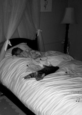 Scarlett snuggled in with Mia